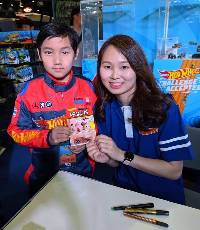 น้องภคิณ ผู้เข้าแข่งขัน รับลายเซ็นที่ระลึกจาก ลิม ชีอิม (2)
