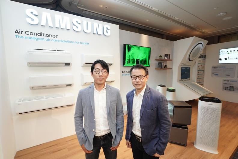 นายโฮจุน ฮวาง ประธานธุรกิจเครื่องใช้ไฟฟ้า (ซ้าย) นายเฉลิมพงศ์ ดรงค์สุวรรณ รองประธาน ธุรกิจเครื่องใช้ไฟฟ้า (ขวา)